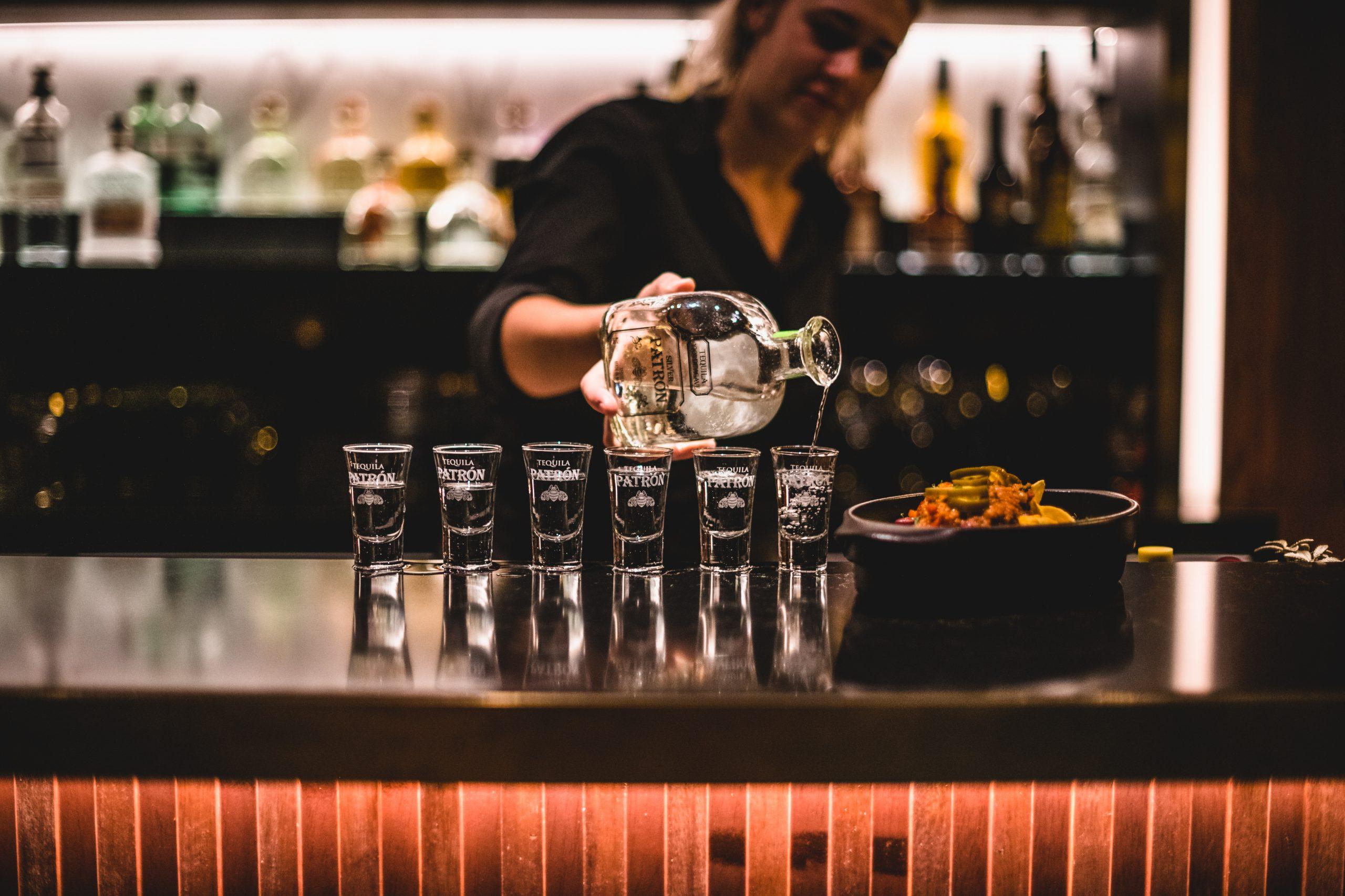 barman drinks Mismo